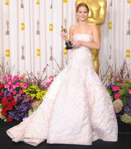 oscars-2013-jennifer-lawrence-a-remporte-l-oscar-de-la-meilleure-actrice-pour-son-role-dans-happiness-therapy_140463_w460