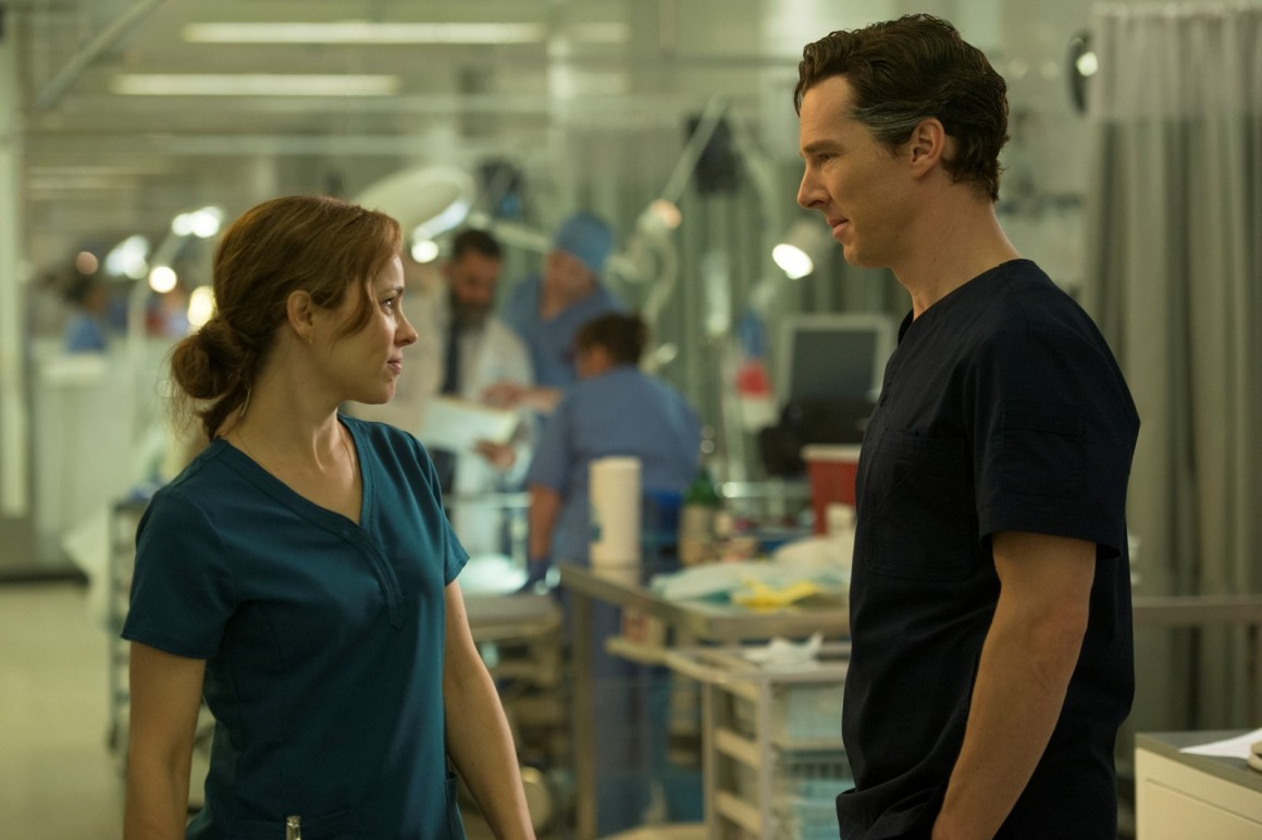 Marvel's DOCTOR STRANGE..L to R: Doctor Christine Palmer (Rachel McAdams) and Doctor Stephen Strange (Benedict Cumberbatch)..Photo Credit: Jay Maidment..©2016 Marvel. All Rights Reserved.