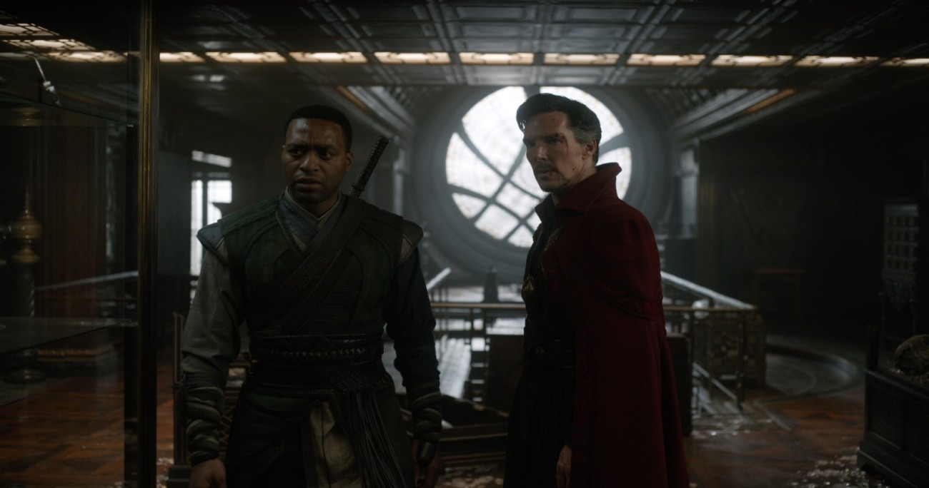 Marvel's DOCTOR STRANGE..L to R: Mordo (Chiwetel Ejiofor) and Doctor Stephen Strange (Benedict Cumberbatch)..Photo Credit: Jay Maidment..©2016 Marvel. All Rights Reserved.