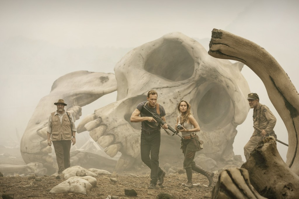 kong-skull-island-3-cliff-and-co